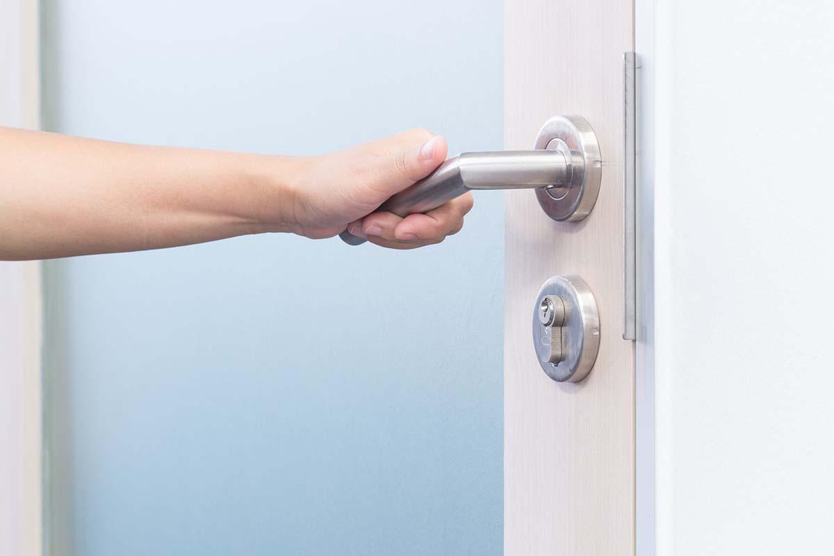 Porta Blindata con Vetro Porta Furba ✅ offriamo servizi per la vostra sicurezza