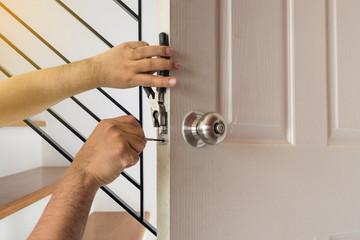 apertura porte interne e blindate tutto il giorno